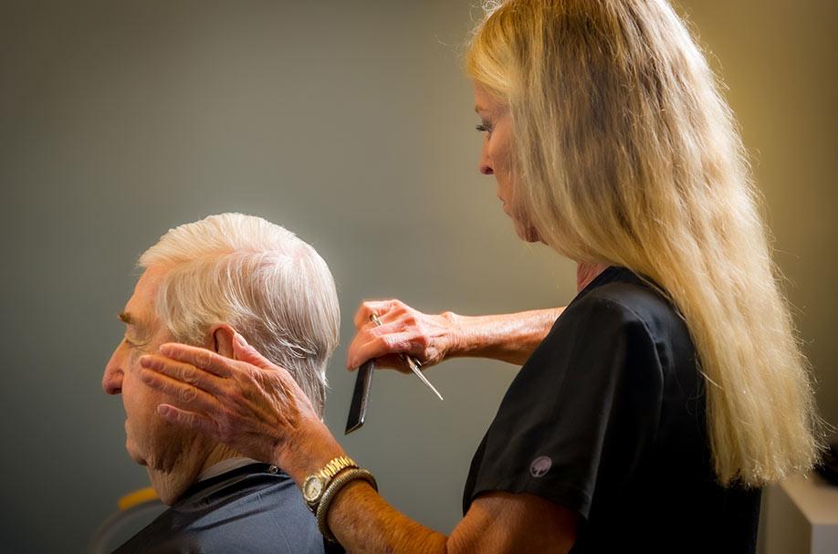 Professional Senior Men Hair Styling Services | Salon Professionals