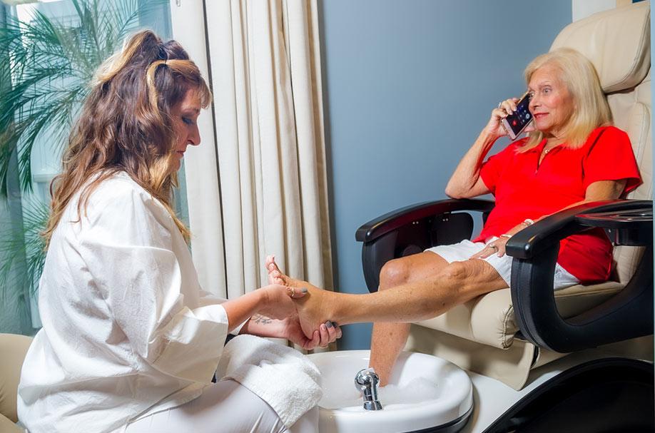 Professional Senior Pedicure Styling Services | Salon Professionals